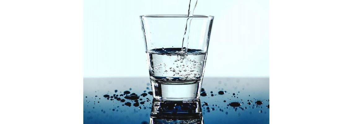 Колко вода трябва да приемаме дневно?